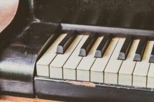Photo of slightly damaged piano keyboard.